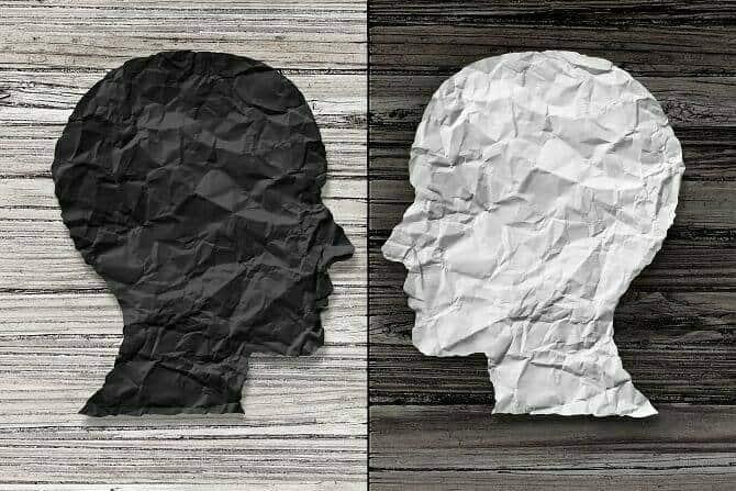 Heilpraktiker für Psychotherapie Ausbildung - schwarz weiß Darstellung Köpfe aus Knitterpaier