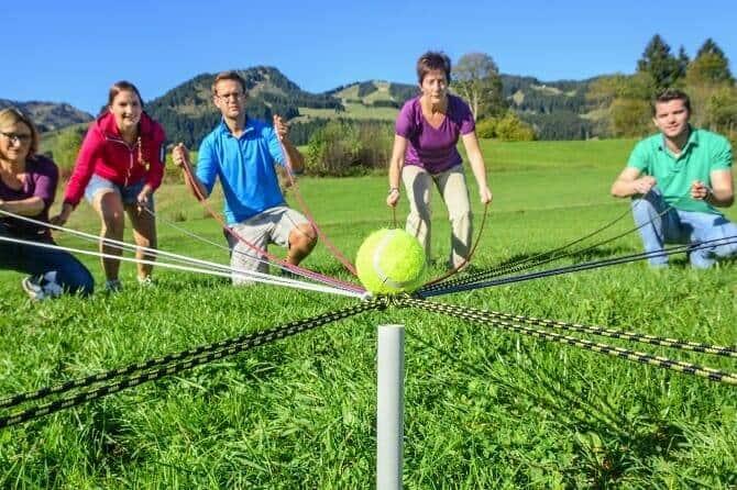 Erlebnispädagogik Ausbildung - Teamspiele im Freien