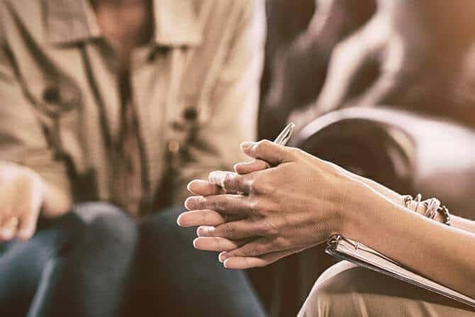 Heilpraktiker für Psychotherapie Ausbildung - Psychotherapie Termin mit Patient